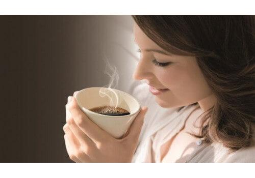 Почему кофе бодрит?