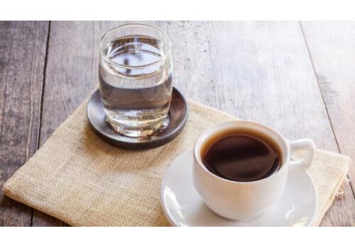 Почему кофе пьют (подают) с водой